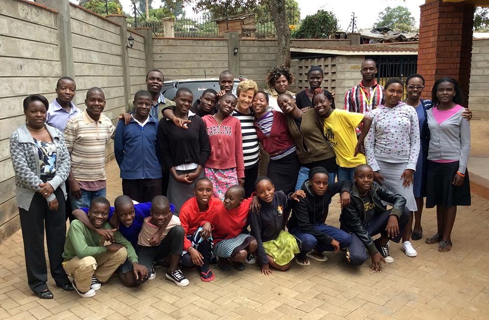 Centre-staff-&-informal-school-kids_2